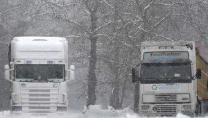 """Καιρός: """"Κόλλησαν"""" φορτηγά στο δρόμο Φλώρινας – Αμυνταίου"""