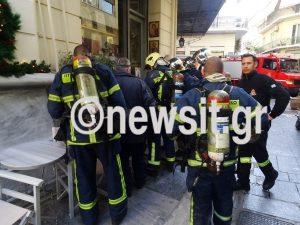 Φωτιά σε κατάστημα στην Πλάκα [pics]