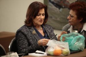 Η Φωτίου φέρνει τα σχολικά γεύματα στην… Βουλή!