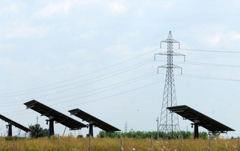 Τα σενάρια που εξετάζει η κυβέρνηση για τα φωτοβολταϊκά