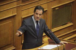 """Χαμός στη Βουλή! Γεωργιάδης: Είστε απατεώνες! Γεροβασίλη: """"Καθρεφτάκι!"""""""