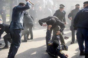 Γιάννενα: Σε σοβαρή κατάσταση ένας διαδηλωτής από τα επεισόδια [vid]