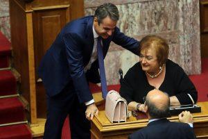Η Μαριέττα Γιαννάκου ξανά στη Βουλή [pics]