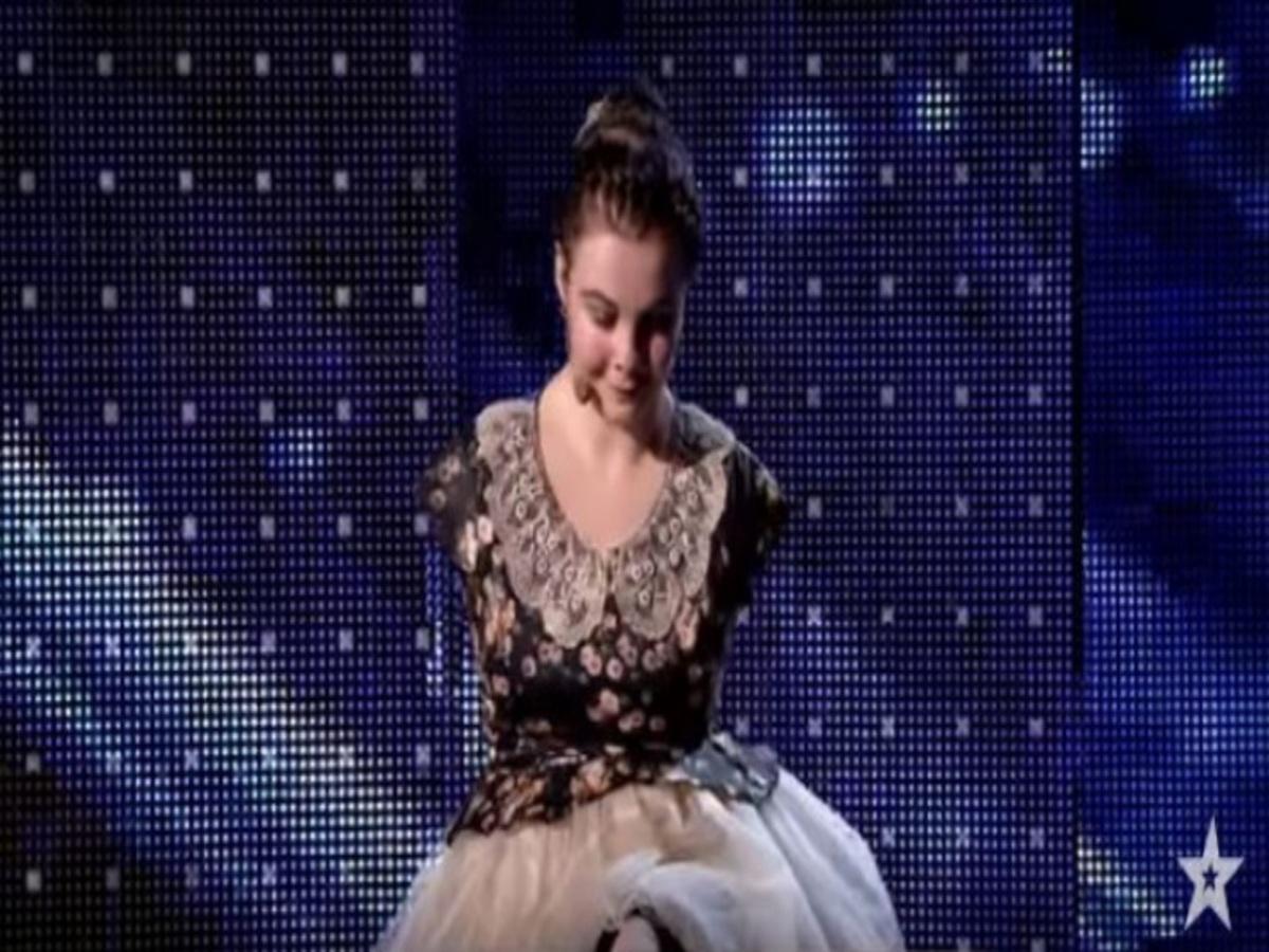 Δείτε το! Κορίτσι χωρίς χέρια τραγουδά και παίζει στο πιάνο με τα δάχτυλα των ποδιών της! [vid]