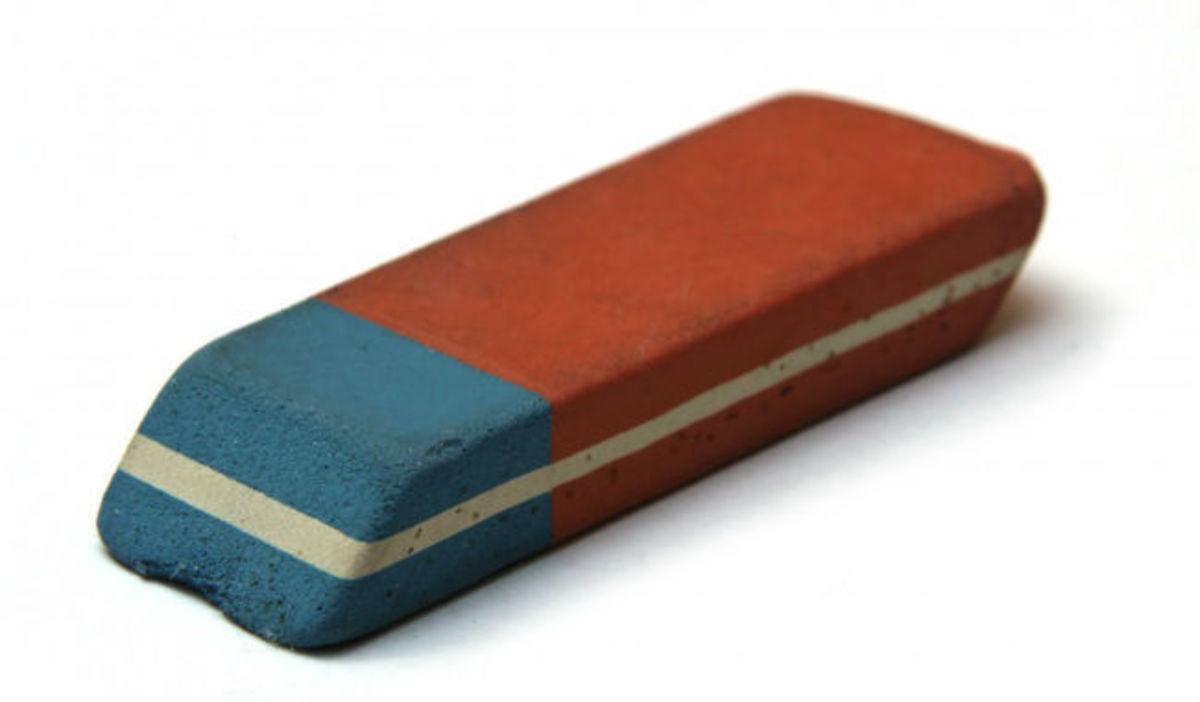 Σε τι χρησιμεύει το μπλε κομμάτι της γομολάστιχας – Η απάντηση θα σας εκπλήξει
