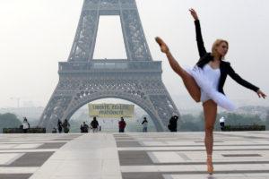 """Πύργος του Άιφελ: Αυξάνονται τα μέτρα ασφαλείας μετά το """"ντου"""" της Greenpeace"""
