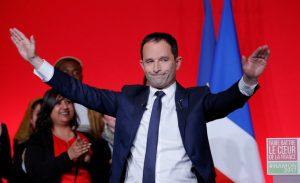 """Γαλλία – Εκλογές: """"Κηδεία"""" Σοσιαλδημοκρατών! Απογοήτευση Αμόν: """"Στηρίζω Μακρόν"""""""