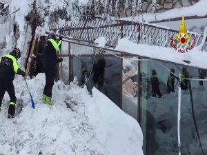 Σεισμός Ιταλία: Τέσσερις ακόμη ζωντανοί βρέθηκαν στα ερείπια! [pics]