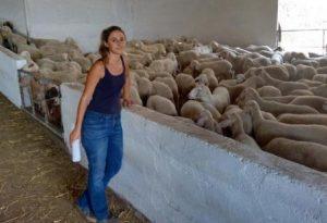 Αιτωλοακαρνανία: Η ηθοποιός που άφησε το Λονδίνο και έγινε κτηνοτρόφος [pic]