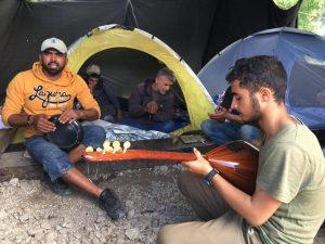 """Ειδομένη: Μουσική από την πατρίδα για να """"γιάνει"""" ο πόνος της προσφυγιάς"""