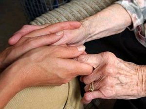 ΦΠΑ στα γηροκομεία: Ψάχνει (πάλι) ισοδύναμα η κυβέρνηση