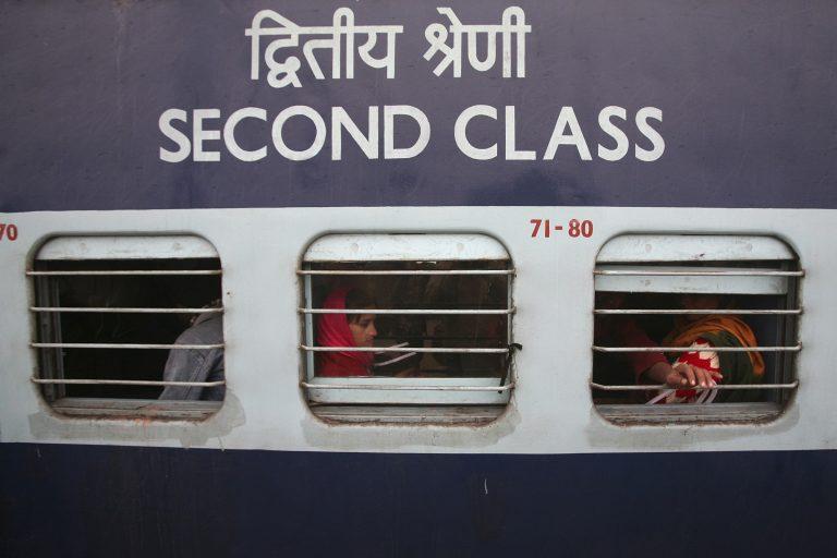 Τραγωδία στην Ινδία: 9 νεκροί από φωτιά σε τρένο
