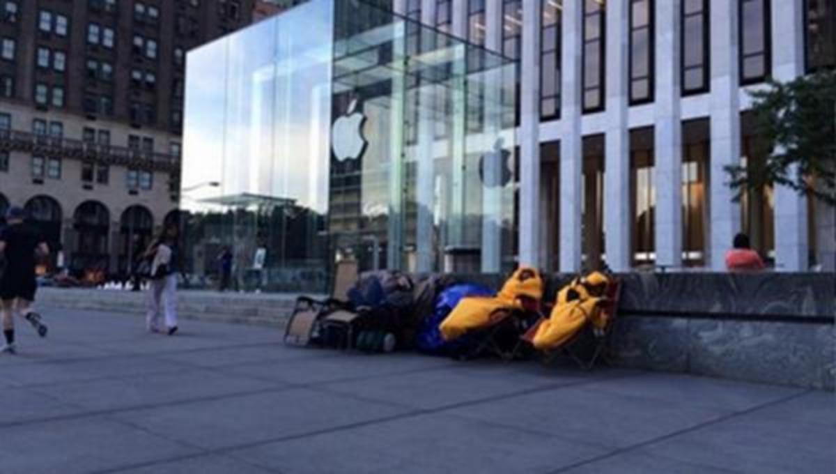 Περιμένουν το iPhone 6 έξω από το κατάστημα της Apple!