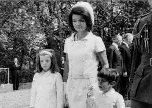 «Γιατί διάλεξα τον Ωνάση»: Ερωτικά γράμματα της Τζάκι Κένεντι σε περιφρονημένο θαυμαστή της!