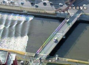 """Δείτε το τσουνάμι που """"χτύπησε"""" την Ιαπωνία [pics, vids]"""