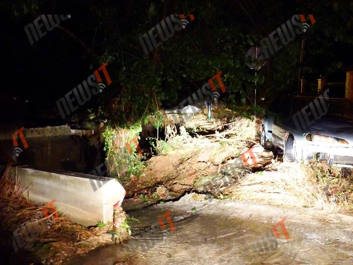 Η κακοκαιρία… ισοπέδωσε τη βορειοανατολική Αττική! Πλημμύρισαν σπίτια και αναποδογύρισαν αυτοκίνητα