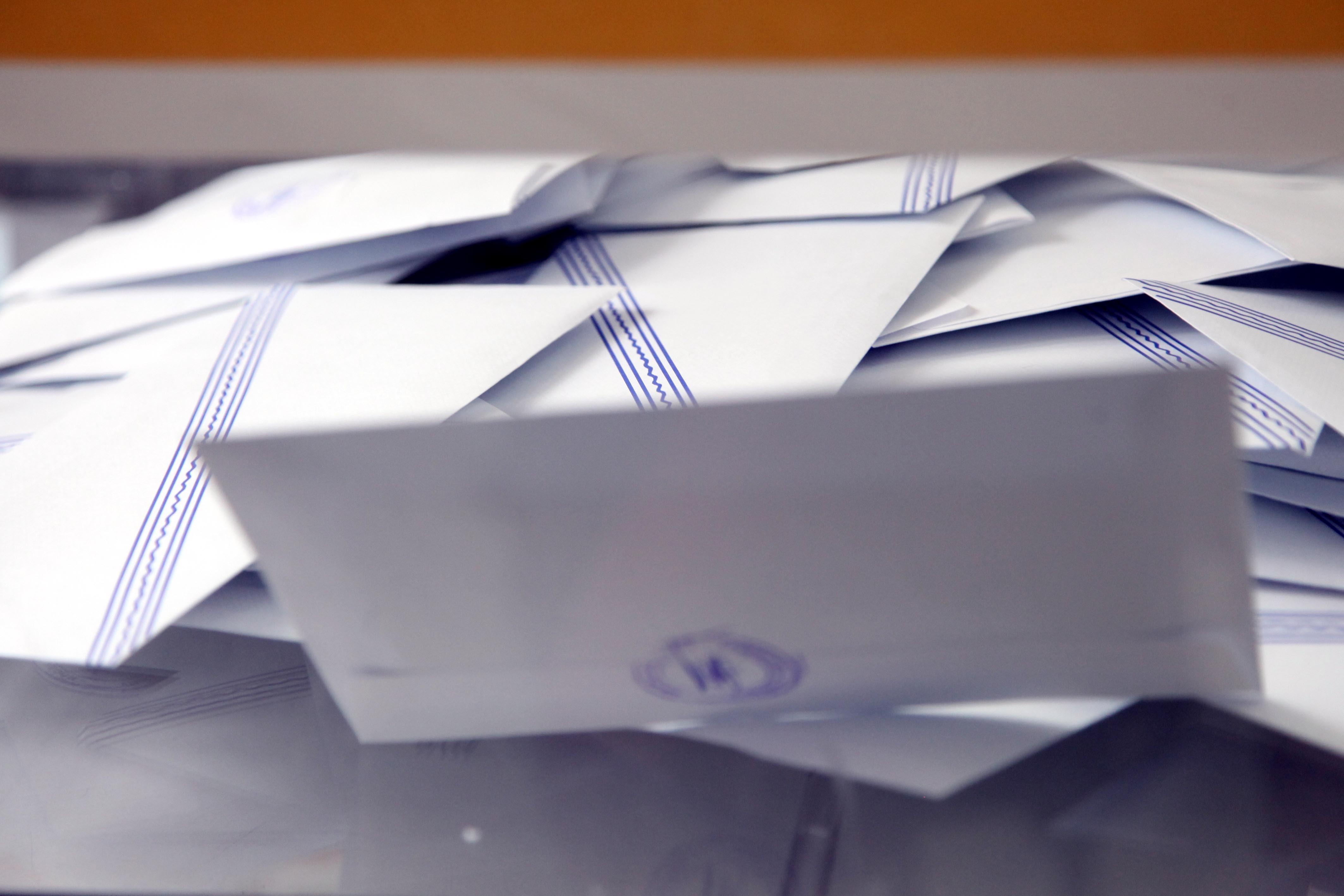 Η «κάλπη» της τηλεθέασης: ποιοι κέρδισαν, ποιοι έχασαν με τις εκλογές του 2012