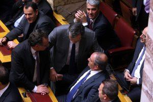 """""""Γαλάζιοι"""" βουλευτές ζητούν εξηγήσεις από τον Τσίπρα για το Plan B Βαρουφάκη"""