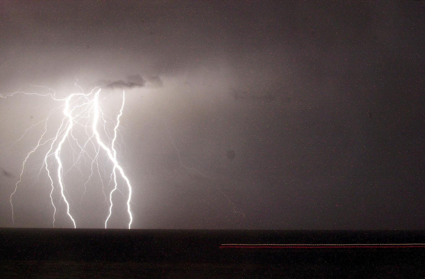 Προειδοποίηση για άγρια καταιγίδα στον Θερμαϊκό