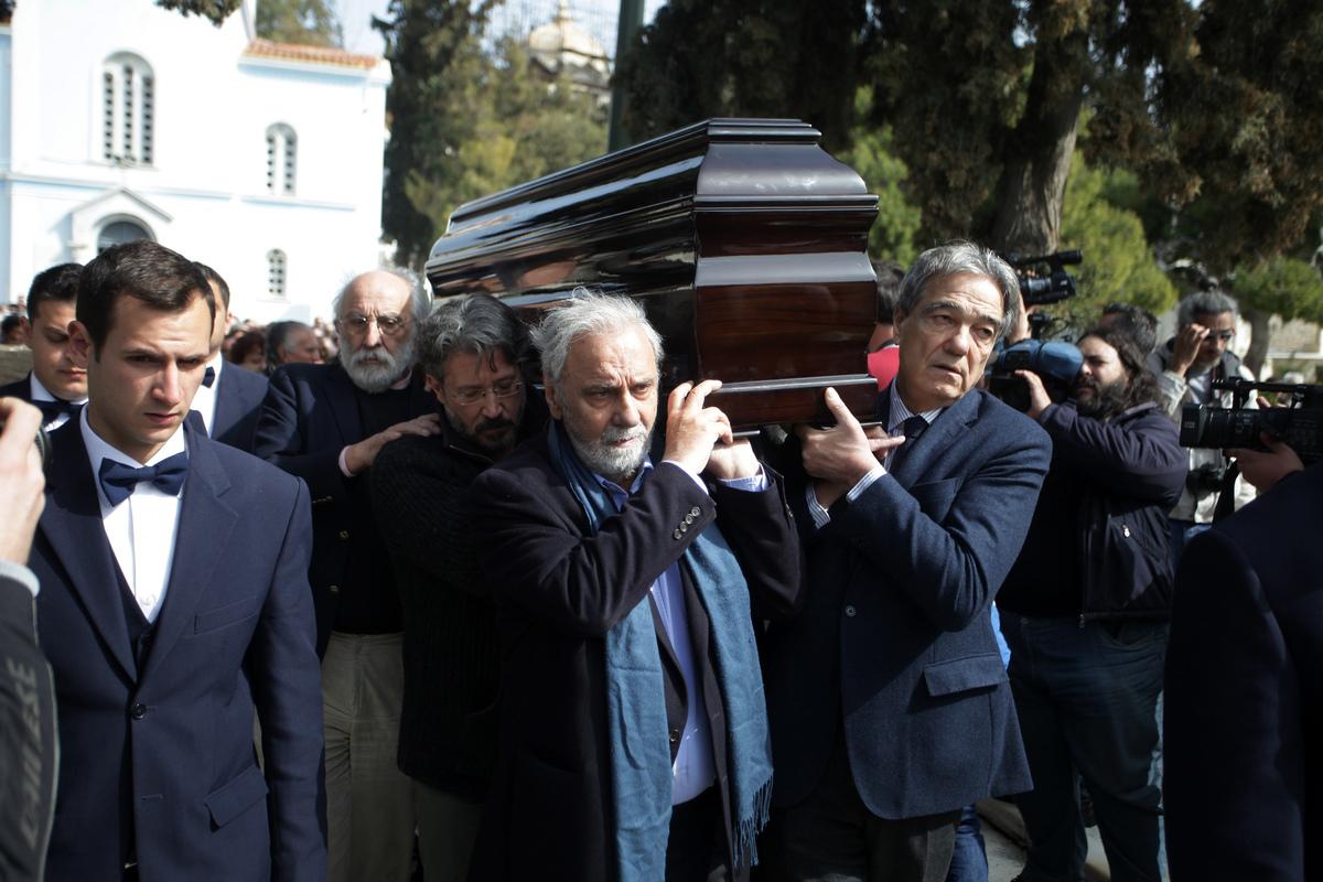 Τελευταίο χειροκρότημα για τον Νίκο Κούνδουρο – Παρών και ο πρωθυπουργός Αλέξης Τσίπρας