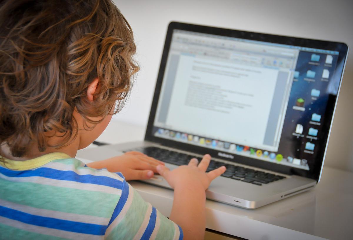 Πως συμπεριφέρονται τα παιδιά όταν βρίσκονται online;
