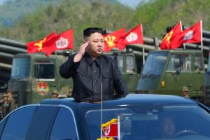 Κιμ Γιονγκ Ουν: Θα στείλω 5 εκατομμύρια καμικάζι να σας καταστρέψουν!