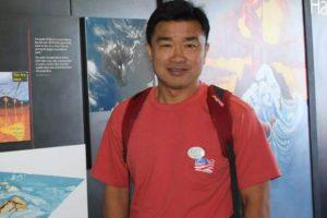 """Αυτός είναι ο Αμερικανός που κρατείται στη Βόρεια Κορέα – Τον κατηγορούν πως ήθελε να… """"ρίξει"""" τον Κιμ Γιονγκ Ουν [pics]"""