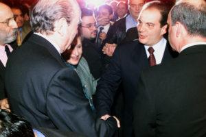 Ο Κώστας Καραμανλής αποχαιρετά τον Κωνσταντίνο Μητσοτάκη