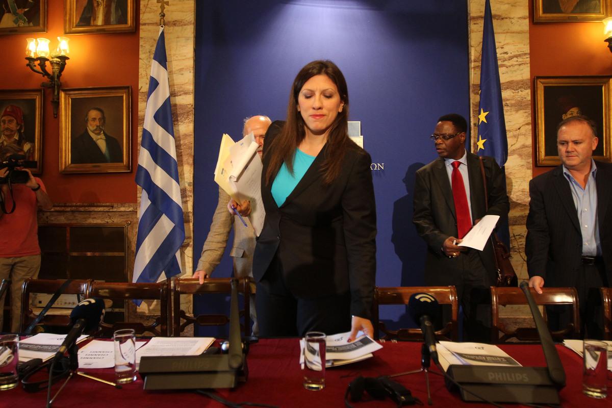"""Η Ζωή Κωνσταντοπούλου εξακολουθεί και κάνει """"γυμνάσια"""" στη Βουλή"""