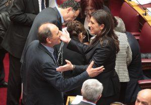 Κωνσταντοπούλου κατά Σταθάκη – Φλαμπουράρη: Ήταν απασχολημένοι να καλύπτουν τον Στουρνάρα