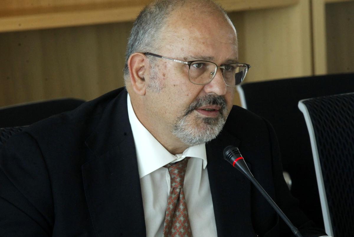 """Έξαλλος ο υπουργός Ξυδάκης για τους Τσάμηδες – """"Στόλισε"""" τον Ευρωπαίο Επίτροπο"""