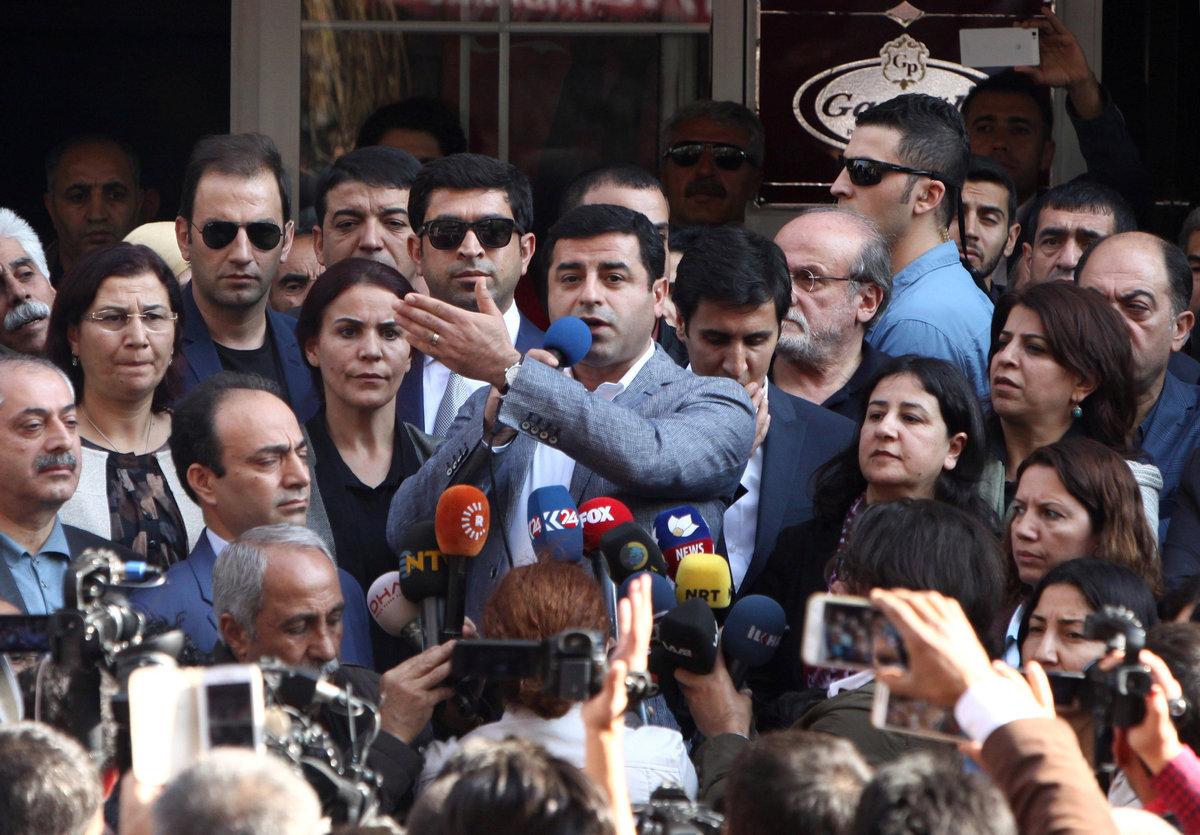 Τουρκία: Στη φυλακή οι ηγέτες του φιλοκουρδικού HDP
