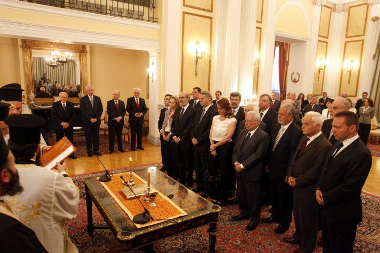 Όλα τα πρόσωπα της υπηρεσιακής κυβέρνησης – Ποιοι είναι οι 16 υπουργοί που θα οδηγήσουν τη χώρα στις εκλογές της 17ης Ιουνίου