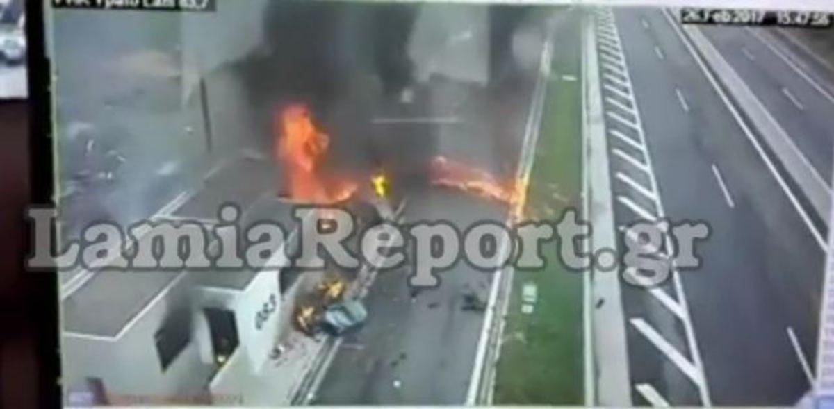 Video σοκ από το τροχαίο στην Αθηνών – Λαμίας με 4 νεκρούς – Η στιγμή που η Porsche θερίζει μάνα και παιδί