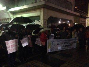 Ομπάμα στην Ελλάδα: Συγκεντρώσεις υπό βροχή στη Λάρισα