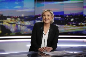 """Γαλλία: Όλοι """"πέφτουν"""" μόνο η Λε Πεν… """"ανεβαίνει"""""""