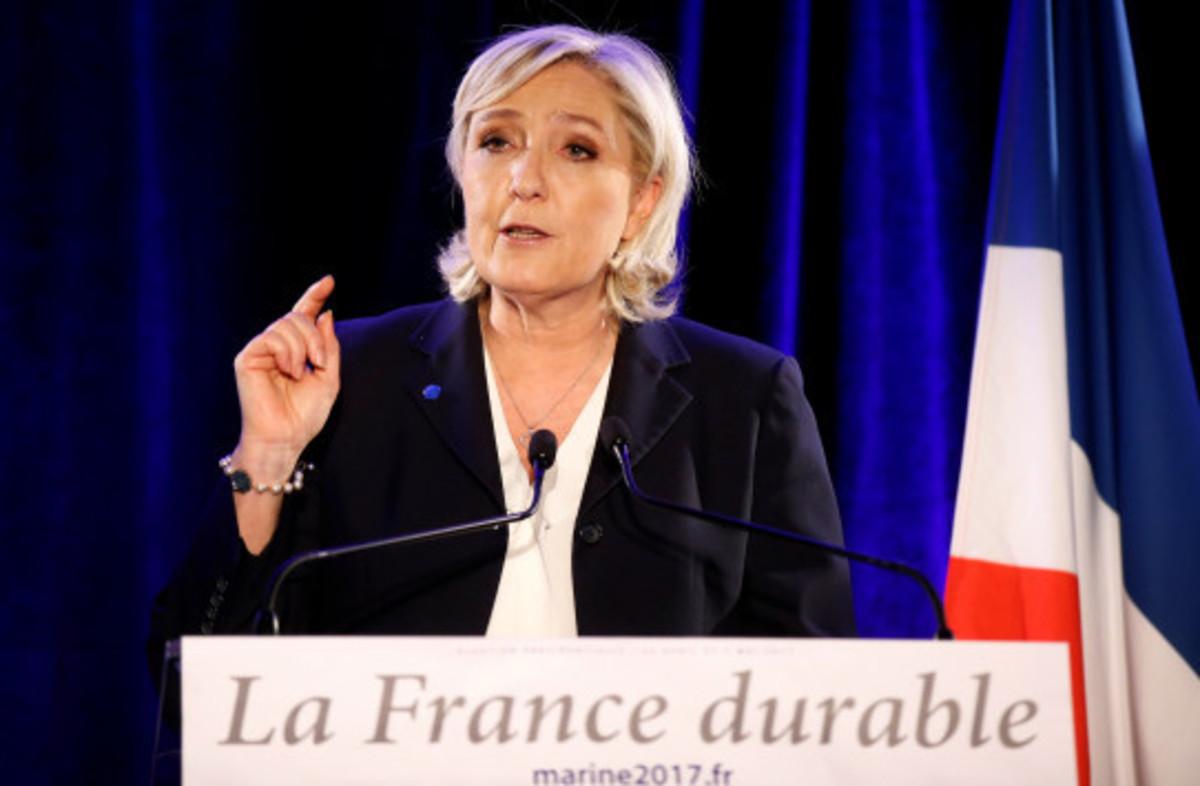 """Λε Πεν: """"Να τελειώνουμε με το τέρας την ΕΕ""""! Αποθέωση για Τραμπ"""