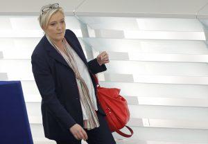 """Γαλλικές εκλογές – Μαρίν Λε Πεν: Η """"ρετσινιά"""" του μπαμπά και ο θαυμασμός για τον Τραμπ"""