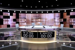 Λε Πεν σε Μακρόν: Αν φοβάσαι στο ντιμπέιτ πες στον Ολάντ να σου κρατήσει το χεράκι