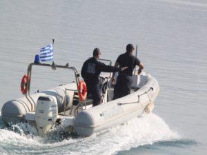Έρευνες δυτικά της Πύλου για τον εντοπισμό σκάφους με πρόσφυγες