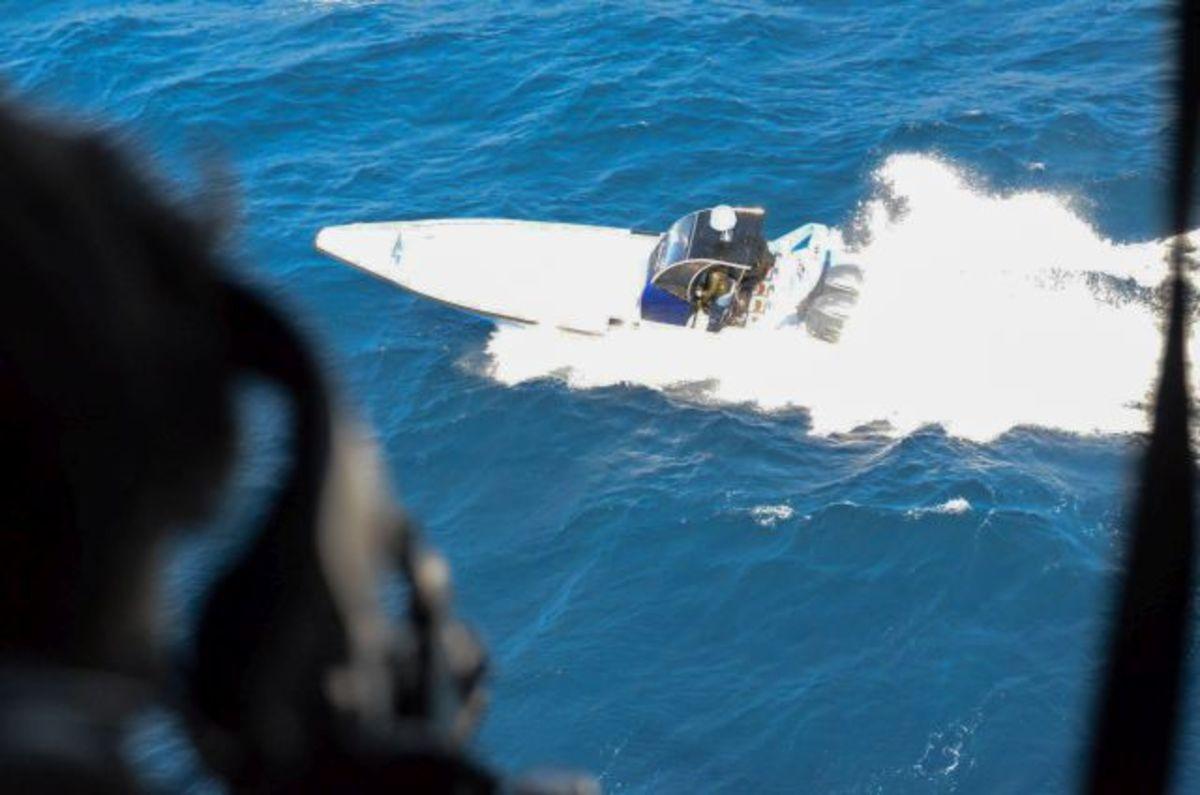 Video ντοκουμέντο: Κινηματογραφική καταδίωξη εμπόρων ναρκωτικών στο Ταίναρο – Ελιγμοί και πυροβολισμοί από το Λιμενικό!