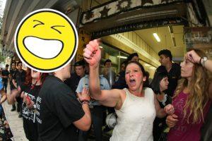 Πάμε Λουκέτο Live: Διαμαρτυρία των καθαριστριών να μη φύγει ο Στουρνάρας!