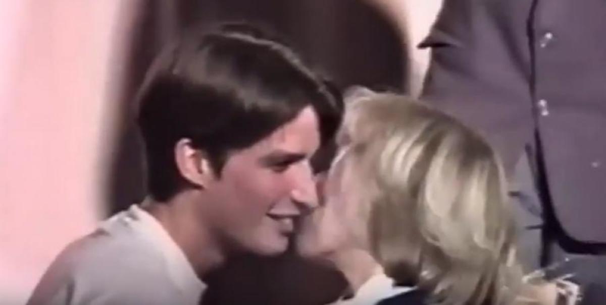 """Μακρόν – Τρονιέ: Το πρώτο φιλί του μαθητή στην δασκάλα – """"αντικείμενο του πόθου του"""" [vid]"""