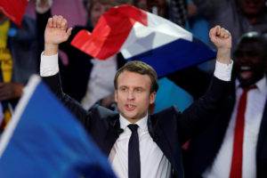 """Γαλλία: Το debate """"ανέβασε"""" τον Μακρόν"""