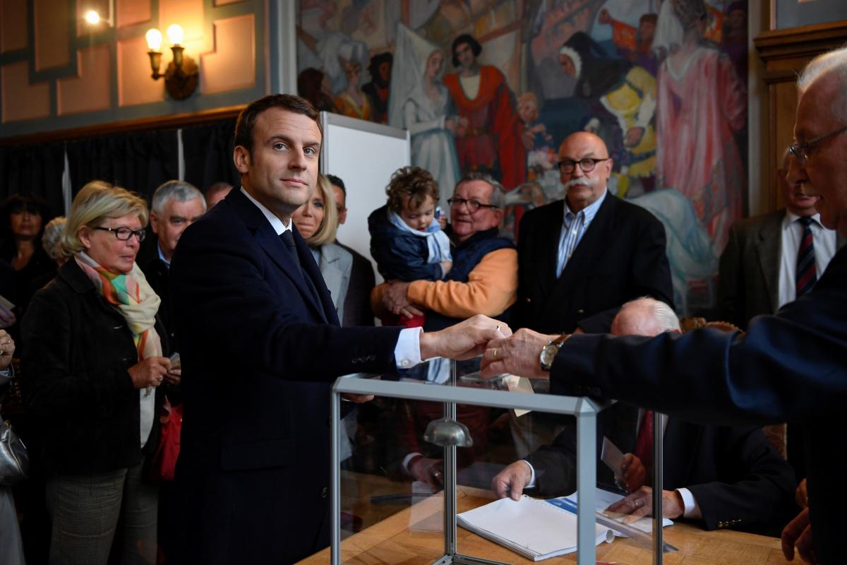 """Γαλλικές εκλογές – Τα πρώτα αποτελέσματα: Που σαρώνει ο Μακρόν, που """"βυθίζεται"""" η Λε Πεν"""