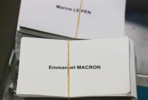 Γαλλία – Εκλογές: Αφόδευσε πάνω σε… Μακρόν και Λε Πεν! [pic]
