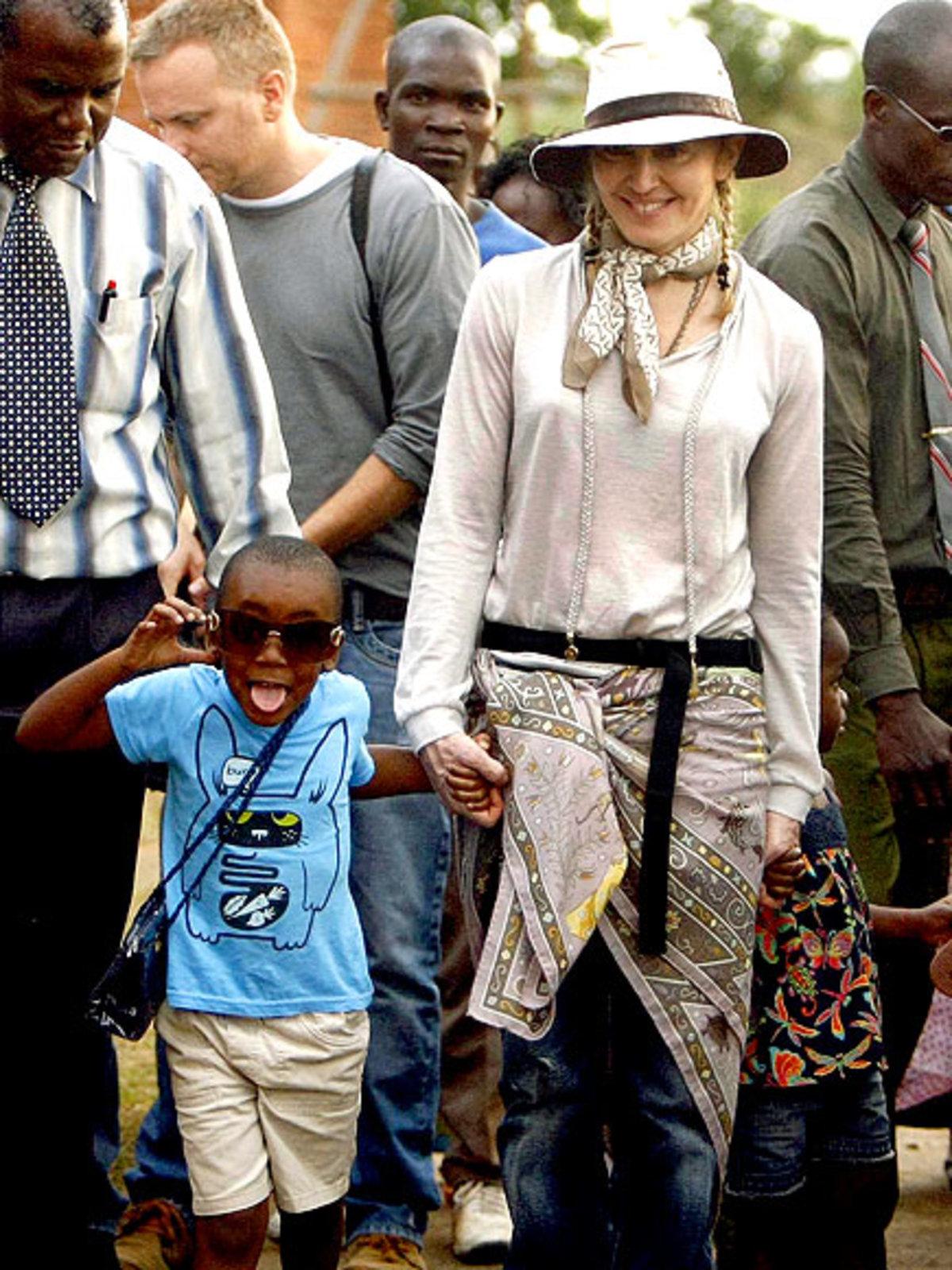 Η Μαντόνα με το γιό της David Banda στο Μαλάουϊ