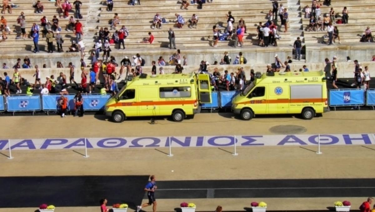 """Μαραθώνιος 2015: Ένας δρομέας χαροπαλεύει στον """"Ευαγγελισμό"""" και άλλοι 18 νοσηλεύονται"""