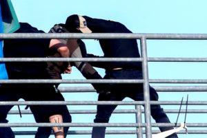 Κύπελλο Ελλάδος: Καρέ-καρέ η στιγμή του μαχαιρώματος του οπαδού της ΑΕΚ! [pics]