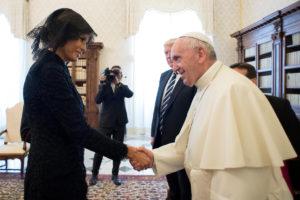 Μελάνια Τραμπ: Άλλο την ρώτησε ο Πάπας, άλλο απάντησε; [vid]